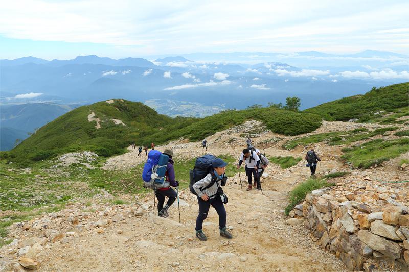 唐松岳への登山道_扇の雪田~丸山ケルン